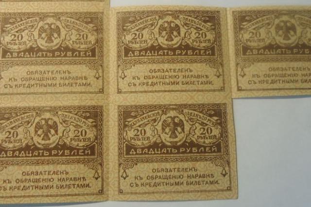 Керенки выпускали листами, по мере развития гиперинфляции их даже разрезать, поскольку это потеряло смысл. — так и расплачивались листами.