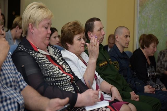 У местных жителей вопросов к Дмитрию Артюхову было немало