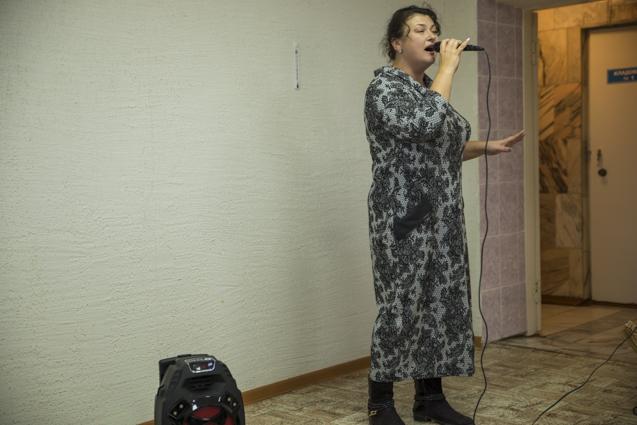 В Доме милосердия звучали песни в исполнении Алины Луговской