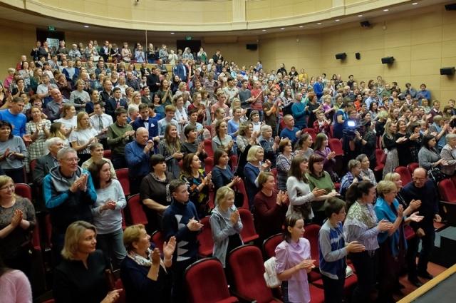 Зритель восторженно встречал участников фестиваля.