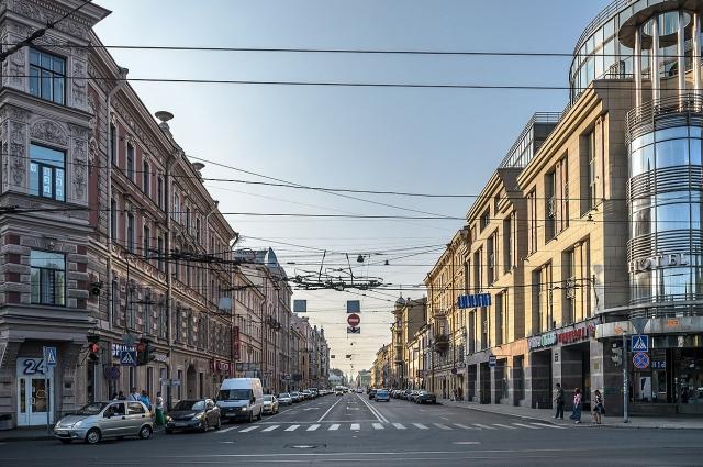 Приехав в Петербург, Гоголь поселился на Гороховой улице.