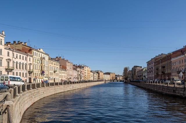 На канале Грибоедова Гоголь сменил два дома.