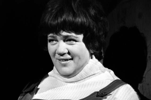 Галина Волчек в спектакле театра «Современник»  «Баллада о невеселом кабачке». 1967 г.