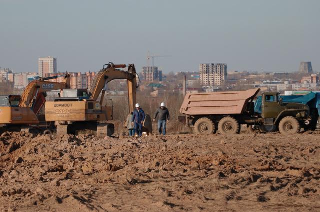 Первая строительная техника уже появилась на территории будущего кампуса.