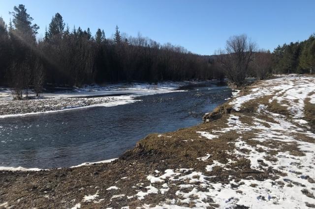 Воду жители берут прямо из реки.