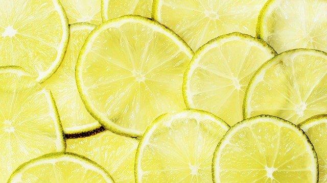 Лимон укрепляет иммунитет, помогает справиться с истощением (нервным и физическим), обладает антисептическими свойствами.