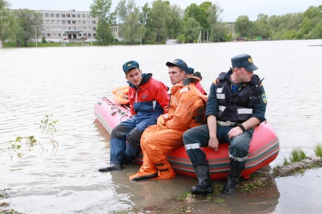 Возможно, представление о том, сколько на Алтае воды, сложилось по снимкам, сделанным во время наводнения 2014 года.