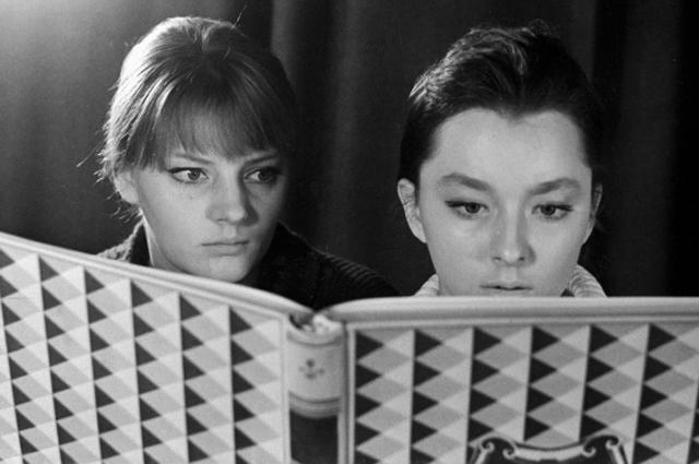 Марианна и Анастасия Вертинские. 1964 год