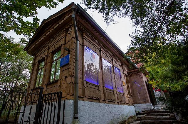 В этом доме поэт прожил два ярких года.