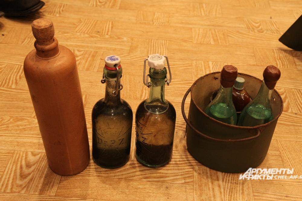 Рядом с останками немецких солдат находили не только пилюли, но и бутылки из-под алкоголя.