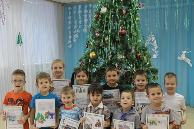 Ребята из «Детского сада№242 «Елочка» комбинированного вида с конкурсной работой.
