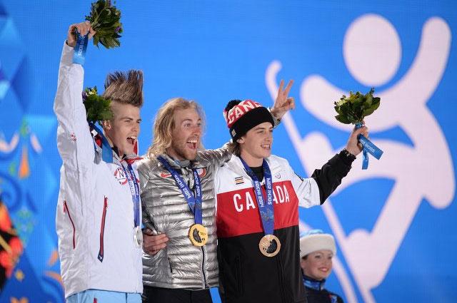 Призёры слоупстайла среди мужчин в соревнованиях по сноуборду: Стаале Сандбек (Норвегия) серебряная медаль, Сейдж Котсенбург (США) золотая медаль, Марк Макморрис (Канада) бронзовая медаль