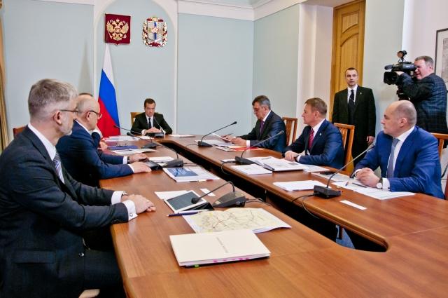 В совещании по дорогам приняли участие представители профильных министерств и ведомств.