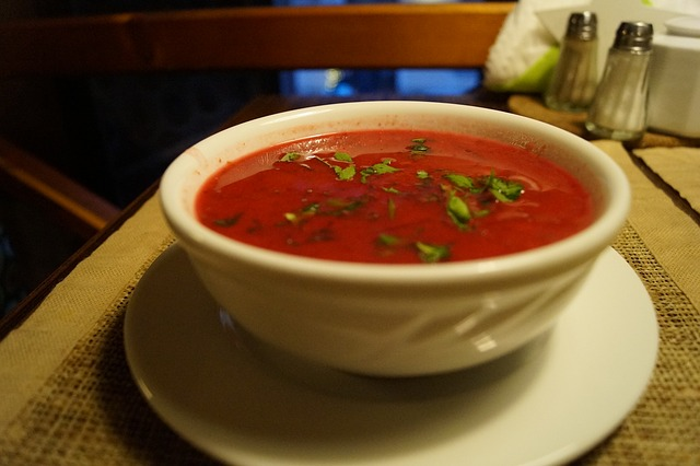 Такой суп прекрасно насыщает и освежает.