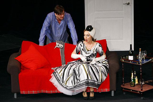 Владимир Виноградов (Блэз Д Амбрие) и Наталья Коренная (Женевьева) в спектакле Любовь по-французски по произведению Клода Манье Блэз . 2009 год