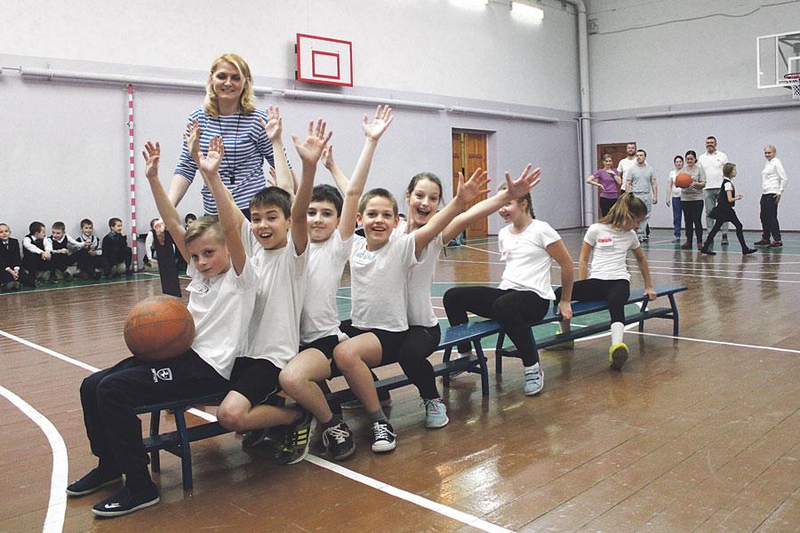 Детей в школе приобщают к культуре, спорту и искусству.