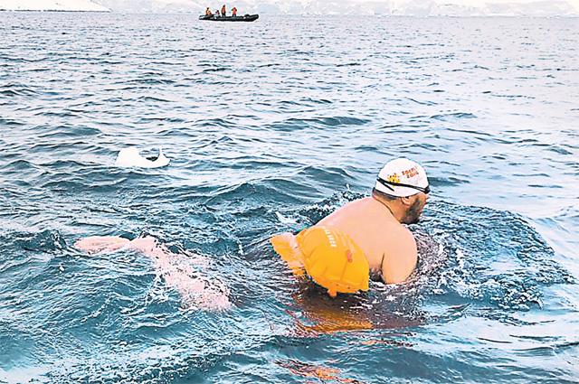 Александр Брылин: «Россия, мы это сделали! Всех благодарим заподдержку, запомощь. Она чувствовалась, когда мы плыли. Инам было очень тепло вэтой очень холодной воде».