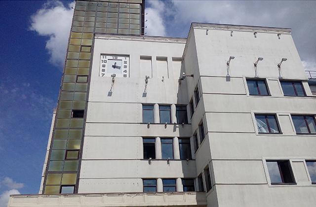 В памяти челябинцев здание надолго запомнится как Главпочтамт.