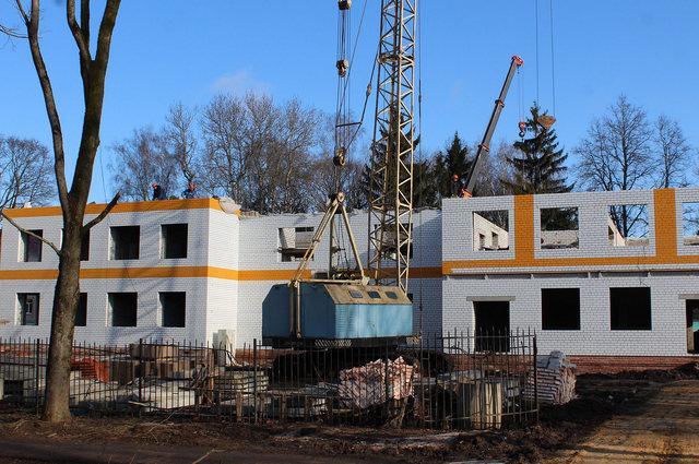 Меньше чем за год на пустыре появилось трёхэтажное здание медучреждения, которое ждали жители всего района.