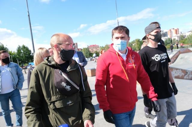 Дмитрий Махонин пообщался с ребятами в экстрим-парке.