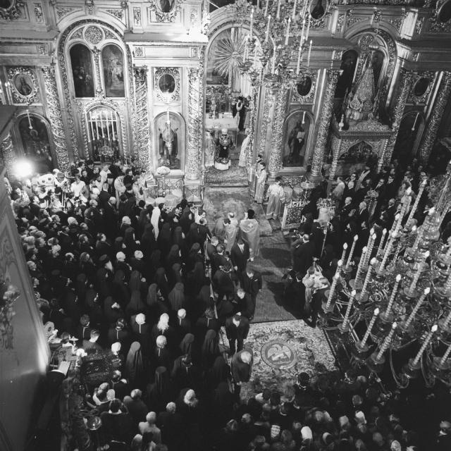 Богослужение во время интронизации патриарха Пимена в Богоявленском соборе в Москве. 03.06.1971.