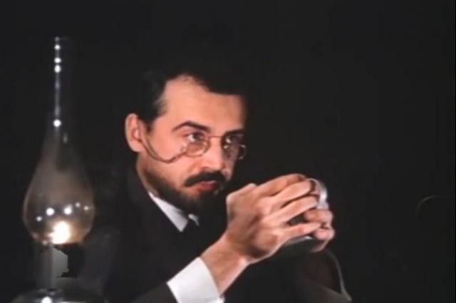 Владимир Свекольников в роли Якова Свердлова. Кадр из фильма