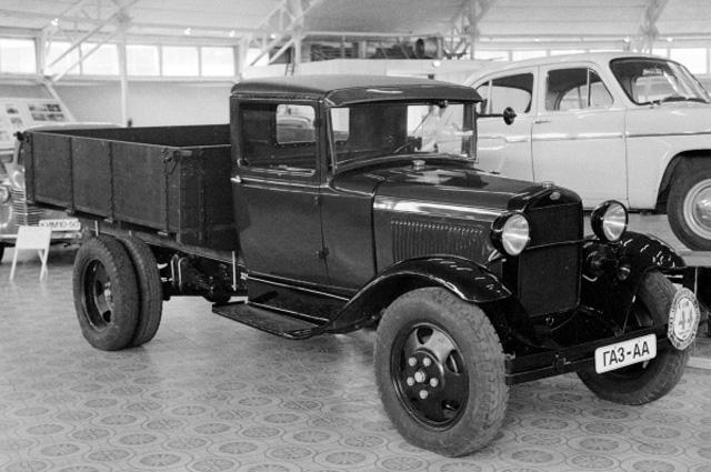 Автомобиль ГАЗ-АА (1933-1939 гг.) в музее Московского автомобильного завода им. Ленинского комсомола