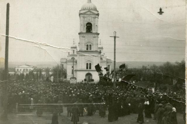 По крупным городам губернии накануне революции прокатилась война бунтов.