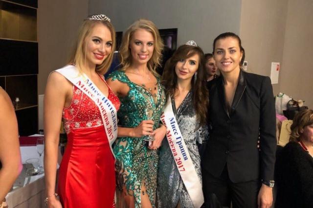 В зеленом слева мисс Москва- 2014, справа актриса из фильма