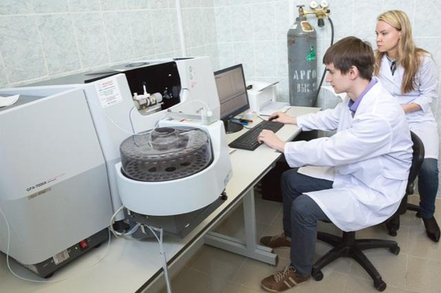 Работа в лаборатории важна не меньше, чем в поле.