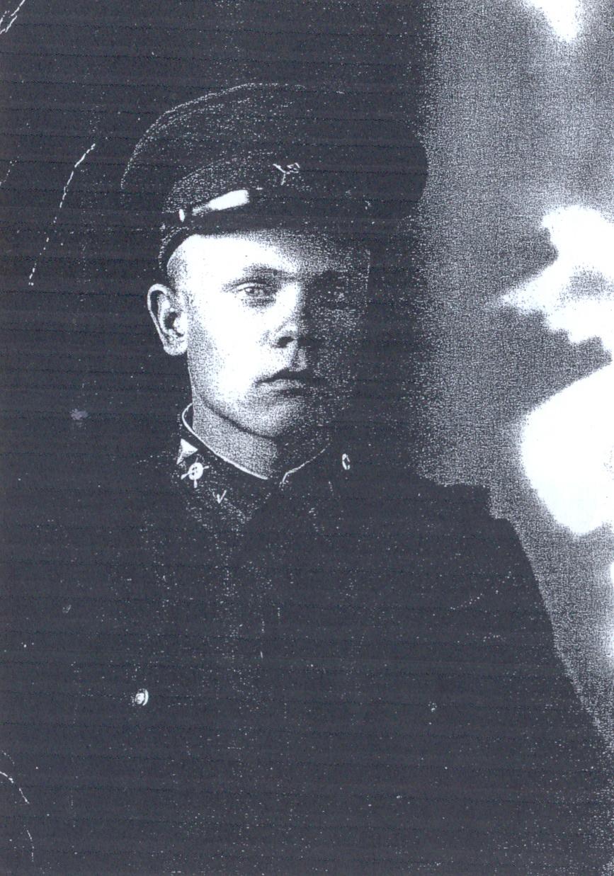 Фотография Григория Шестакова на обелиске братской могилы.