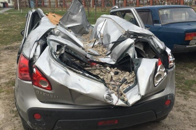 Смятый Nissan Qashqai пострадавшей.