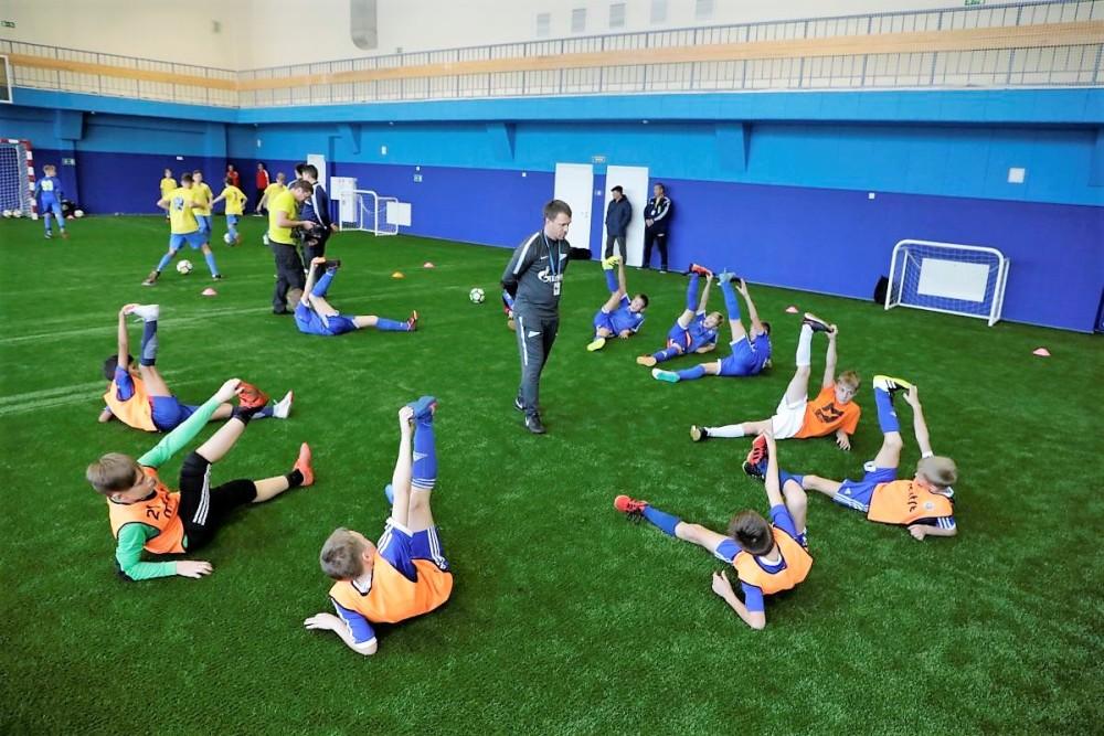 Наставники футбольной Академии провели для челябинских ребят несколько мастер-классов и тренировок.