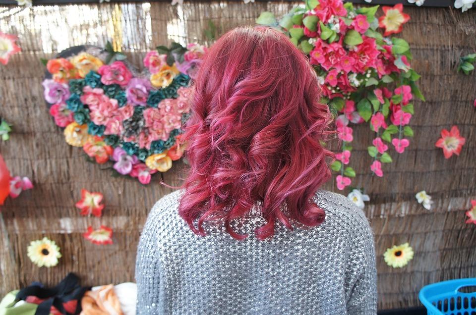 Розовые волосы когда-нибудь станут лишь воспоминанием и поводом для того, чтобы в 30 лет выложить в соцсети свою подростковую фотографию.