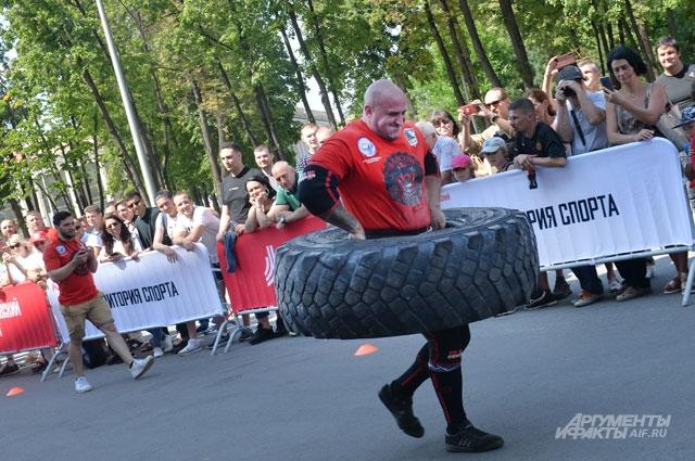 Чтобы показать, на что способны, участники «Битвы силачей» использовали столь необычный «спортивный инвентарь».
