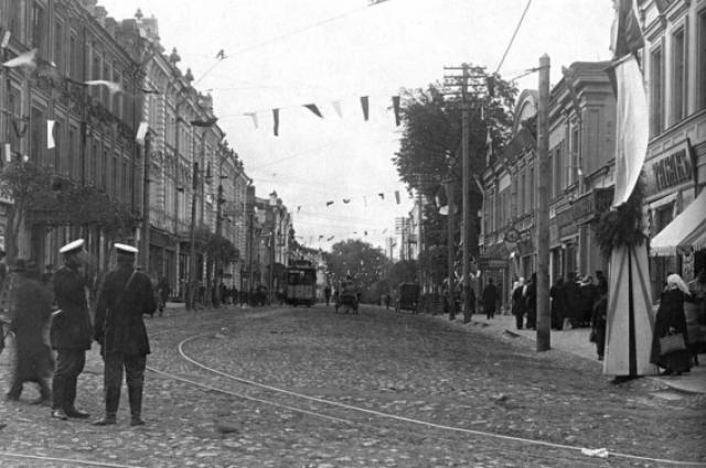 Члены смоленского теософского кружка жили на улице Пушкинской, ныне - Ленина. В начале XX века улица имела булыжную мостовую, высокие тротуары, трамвайную линию, несколько электрических фонарей.