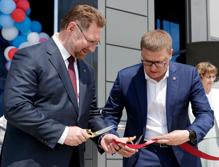 В церемонии открытия участвовали губернатор Челябинской области Алексей Текслер и президент РМК Всеволод Левин.