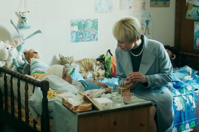 В основу картины «Доктор Лиза» вошел один день из жизни врача и основательницы фонда «Справедливая помощь» Елизаветы Глинки.