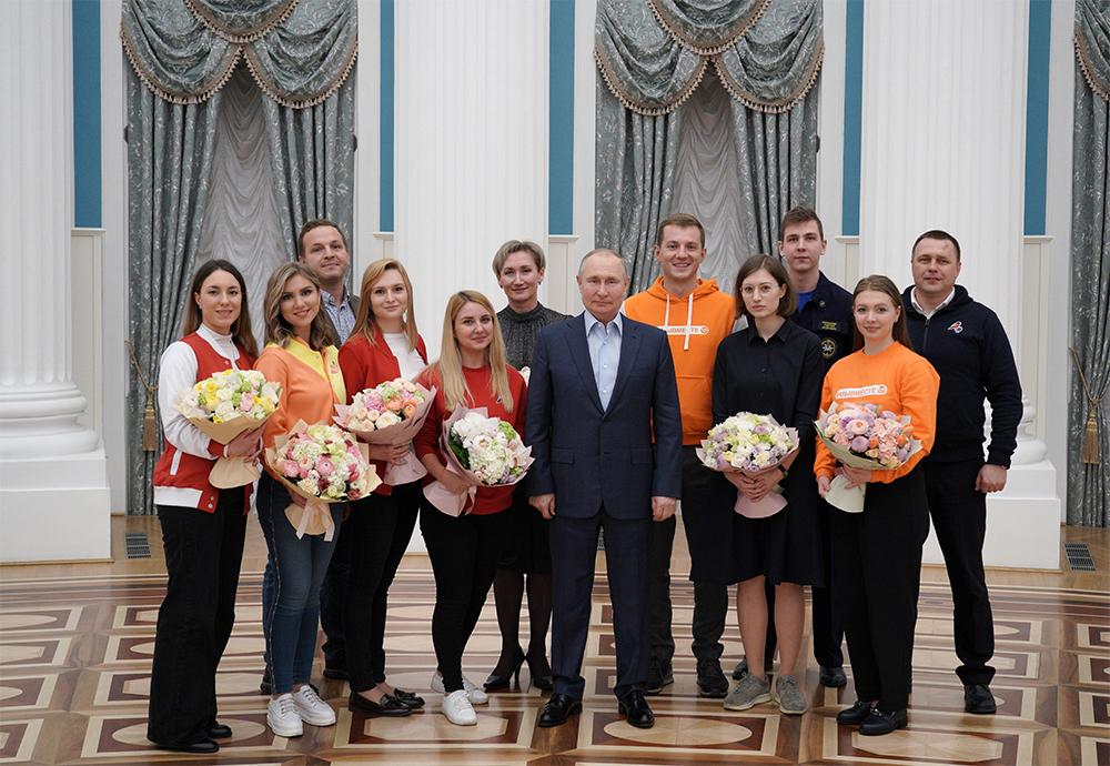 4 марта 2021. Президент РФ Владимир Путин с участниками общероссийской акции взаимопомощи «Мы вместе» в Кремле.