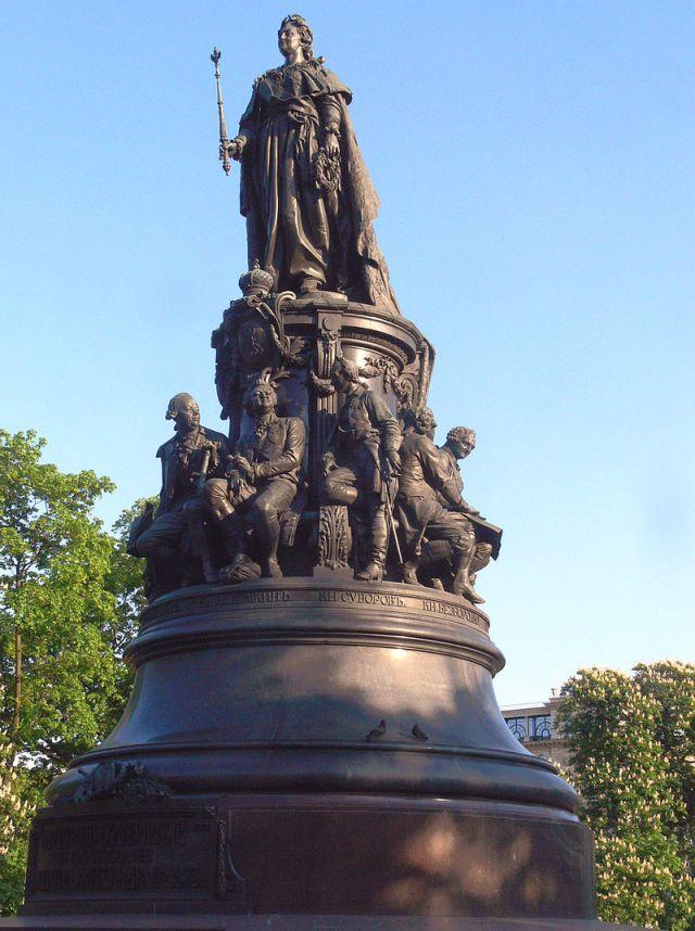 Памятник Екатерине II в Петербурге.
