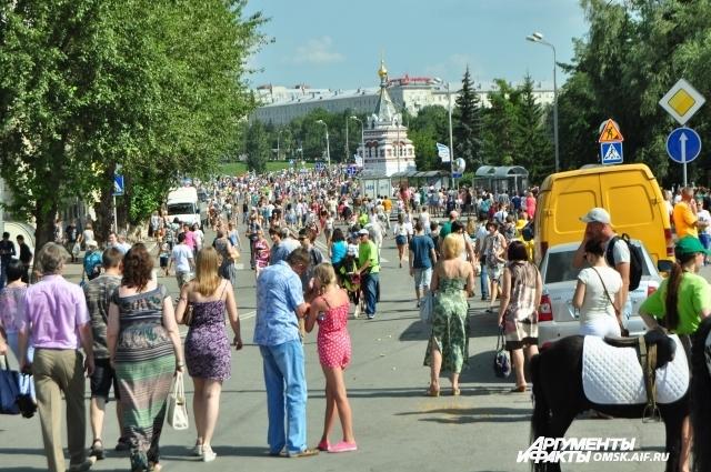 Многие дороги в городе сегодня стали пешеходными.