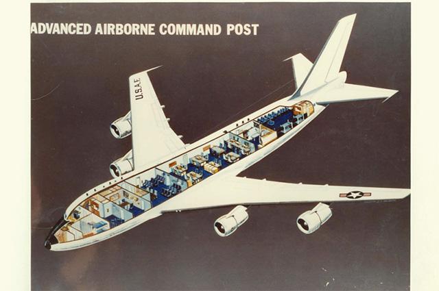 Внутреннее устройство Boeing E-4, апрель 1976 года.