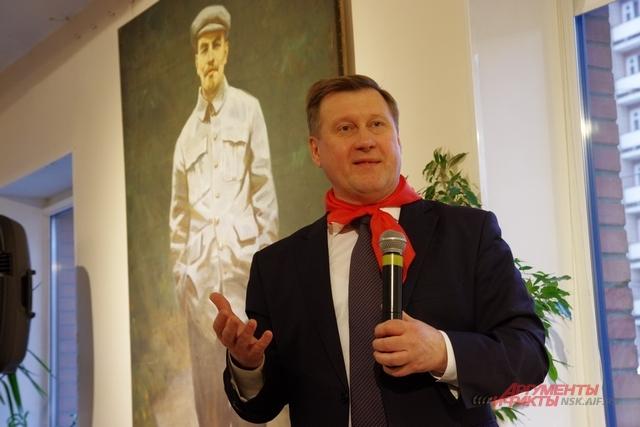 Мэр поздравил горожан и поблагодарил организаторов выставки.