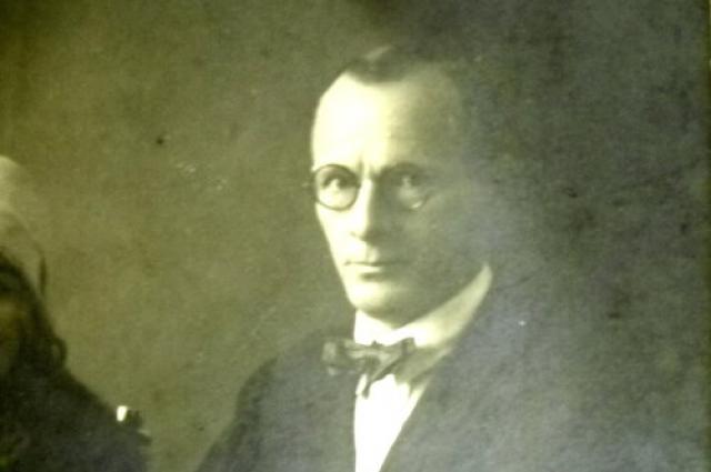Фото годов 1920-х. оБерингов обучался у Николая Рериха.