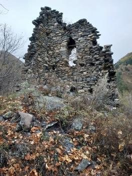 Найденные в Бийре сооружения сильно разрушены.