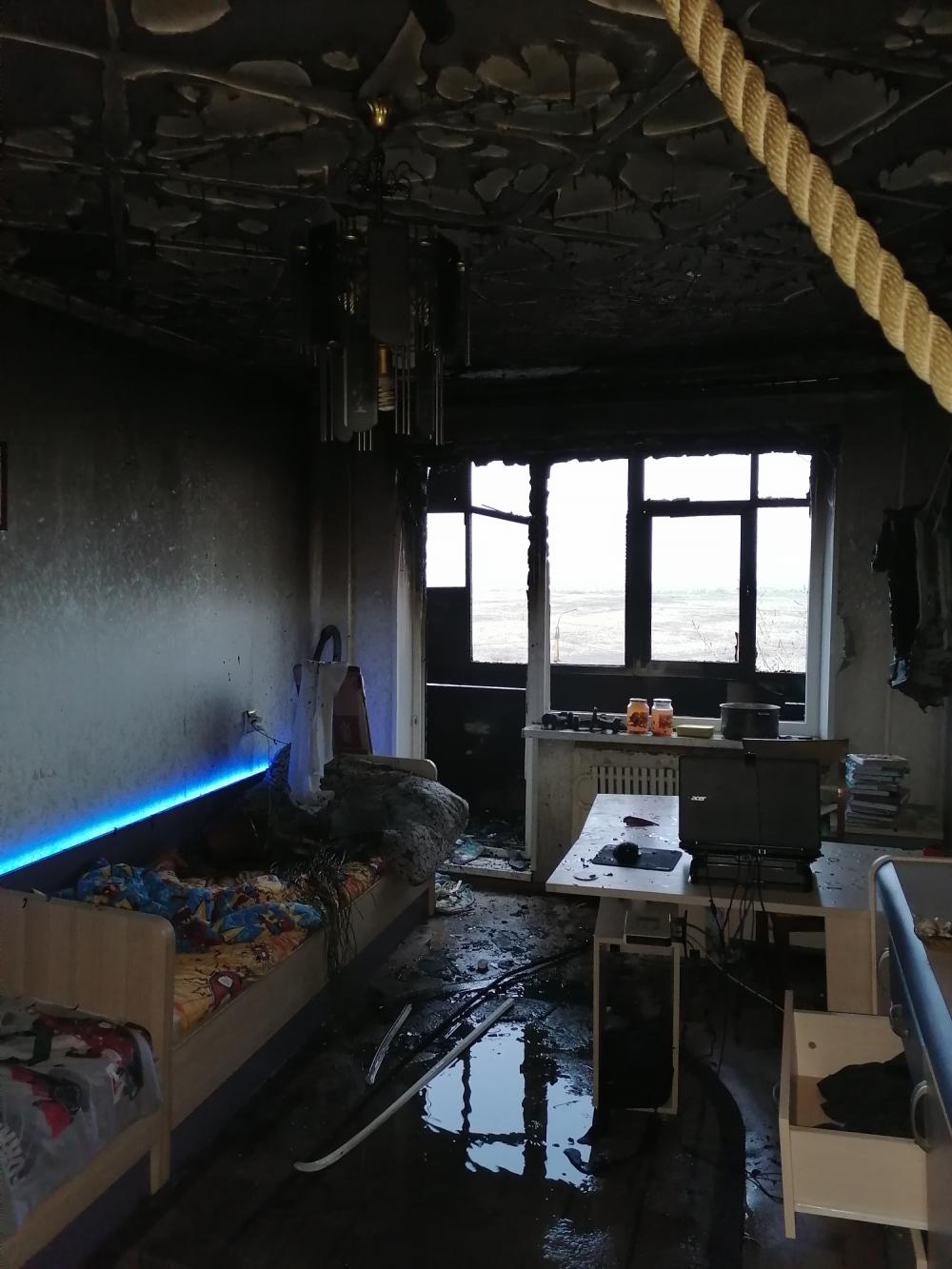 Причиной пожара стало неосторожное обращение с огнем во время курения.
