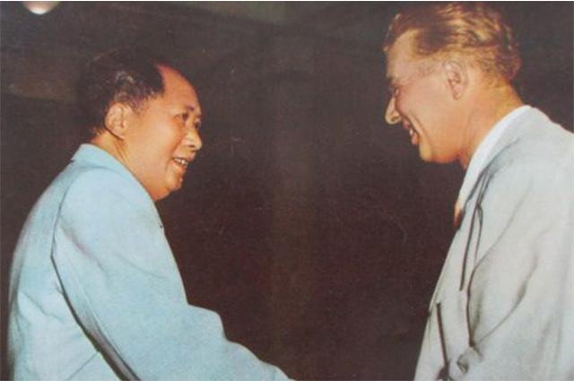 Мао Цзэдун и Ходжа в 1956 году.
