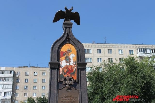 Памятник оренбуржцам - героям Первой мировой войны расположен в сквере около Никольского кафедрального собора на улице Чкалова.