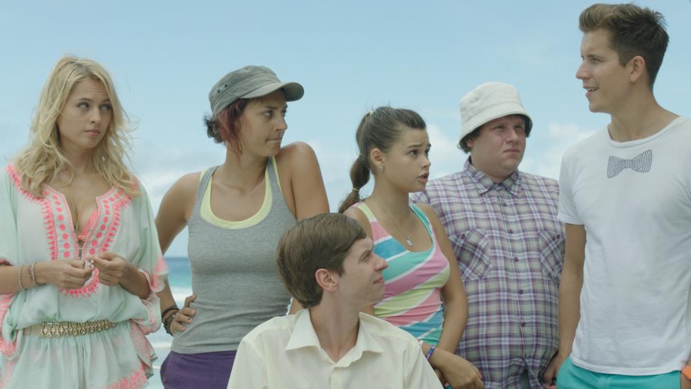 Первые серии герои думают, что они участвуют в телешоу.