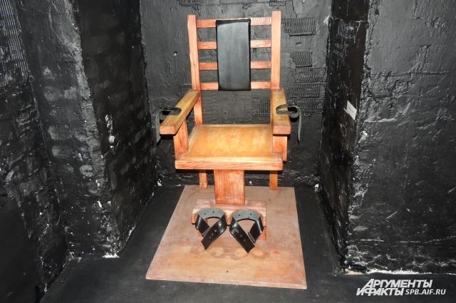 Не каждый рискнет сесть на электрический стул.